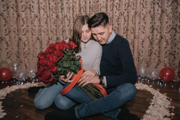Doi tineri vor să se căsătorească anul acesta. Mesajul lor a ajuns la premierul României