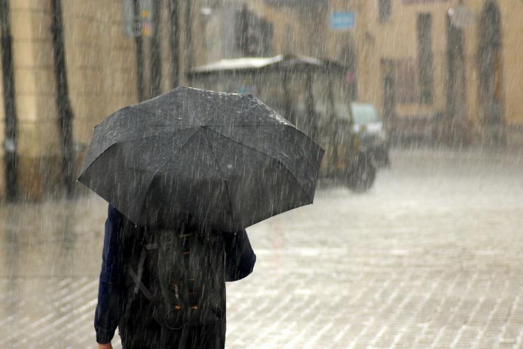 ALERTĂ METEO: Ploi și vânt puternic în mare parte din țară până vineri seară