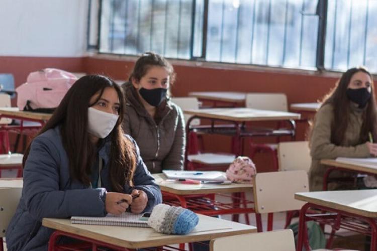 Elevii din clasele terminale NU vor avea vacanța de Paște de o lună