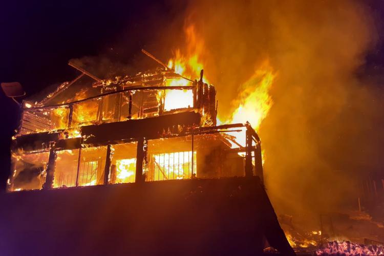 Cluj: o femeie a murit noaptea trecută într-un incendiu - VIDEO