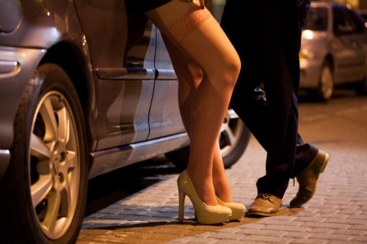 14 femei din România, ținute în sclavie sexuală într-o rețea de prostituție