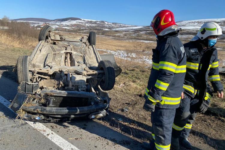 O mașină s-a RĂSTURNAT pe stradă, lângă localitatea Vâlcele - VIDEO