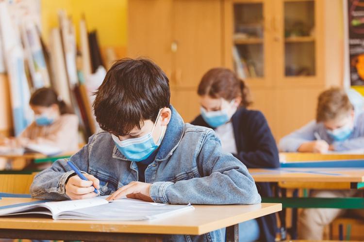 Ministrul Educației: Școlile se închid ultimele. Rata de infectare a elevilor care învață online e mai mare decât a celor care merg la școală