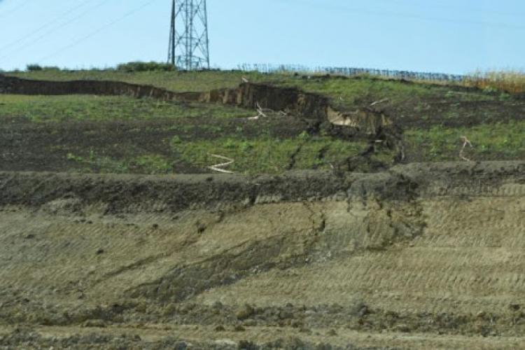 Vai de constructorii din România! O mare porțiune din autostrada Sebeș-Turda în pericol să se surpe