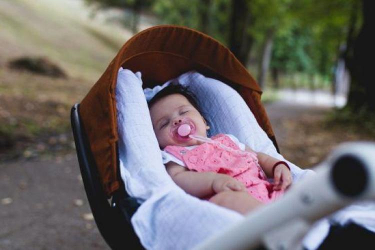 Un tânăr român a încercat să răpească un bebeluş din braţele părinţilor, pe stradă, în Spania