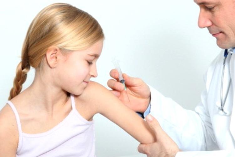 Vaccinarea anti-COVID la copii ar putea începe în această vară