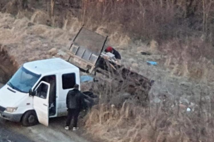 """O altă """"vedetă"""" din Cluj-Napoca filmată când deversa deșeuri în Chinteni - FOTO"""