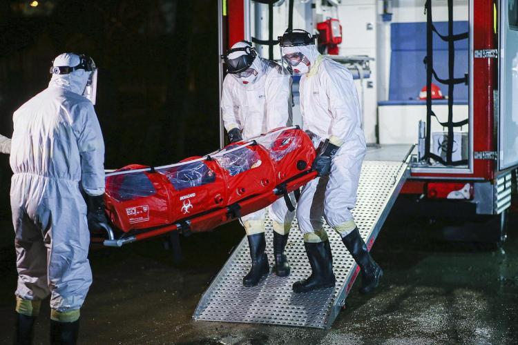 Peste 13.000 de români infectați cu COVID sunt internați în spital