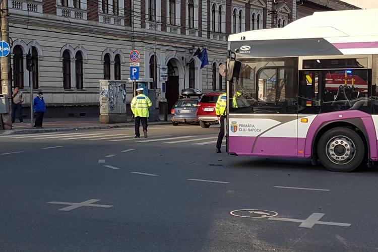 Accident in Piata Avram Iancu. Autobuz lovit de un autoturism - FOTO și Video