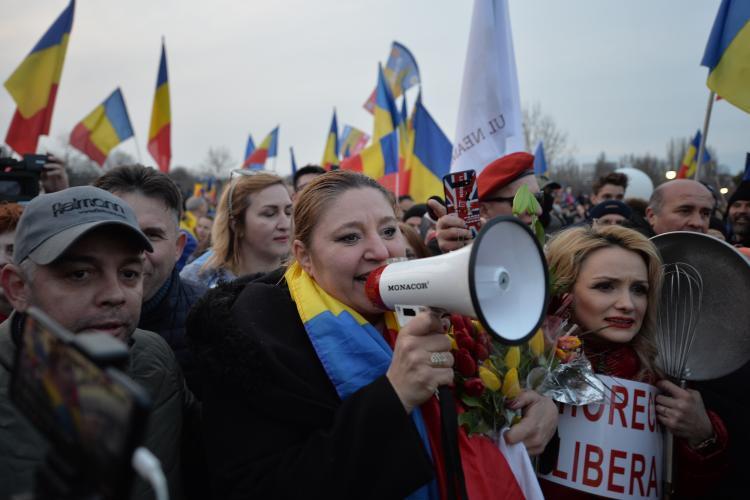 Diana Șoșoacă, amendată cu o sumă imensă pentru nepurtarea măștii la protestele anti-mască de sâmbătă