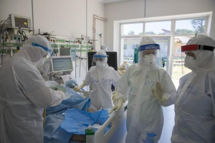Femeie cu COVID, ținută încuiată într-un container în curtea spitalului fără apă sau mâncare. Medici cercetați pentru lipsire de libertate