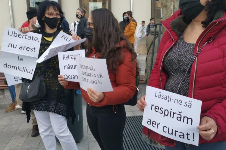 Cluj - Protestul împotriva RESTRICȚIILOR DURE a fost reluat: Nu vrem bronz cu mască! Libertate, nu arest la domiciliu - FOTO