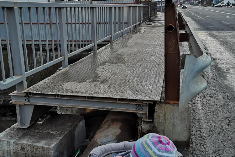 Podul de pe Calea Baciului care mai mult îi încurcă decât să-i ajute pe clujeni - FOTO