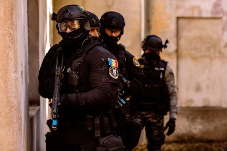Tinerii sechestrați și torturați de polițiștii din București au murit. Ministrul de Interne: Nimeni nu dispare pentru că face reclamații