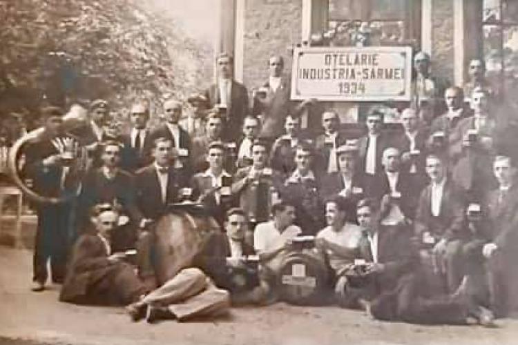 Oțelarii de la Combinatul Industria Sârmei Câmpia Turzii, în 1934. Muncitorii sărbătoreau producția - FOTO