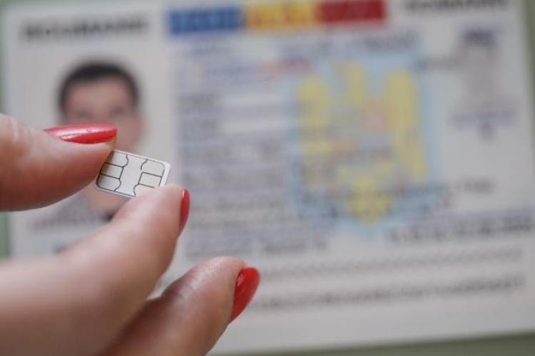 Românii nu pot refuza buletinele cu cip: Și cei care refuză noile cărți de identitate ca să nu fie găsiți pe baza cipului vor fi în baza de date