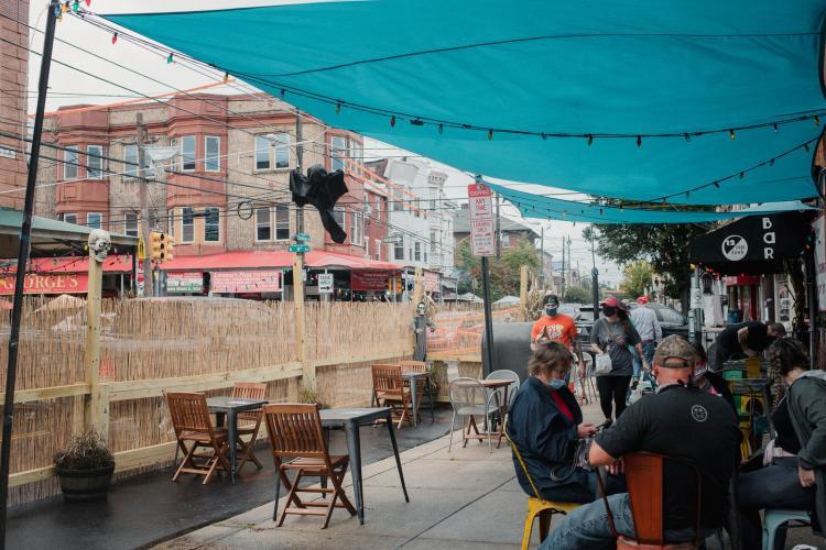 Cluj-Napoca: Parcări transformate în terase pentru a salva barurile și restaurantele din Cluj-Napoca