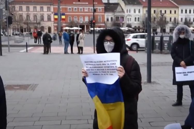 Protest anti-restricții la Cluj. Se cere cooptarea medicului Flavia Groșan în stabilirea protocoalelor de tratament - VIDEO