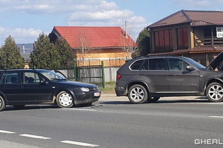 Gherla: Un accident între un BMW și un VW a blocat tot drumul național - VIDEO