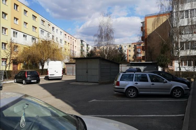 Asta înseamnă să fii mafiot de Turda! Și-a amplasat garajul în mijlocul parcării - FOTO