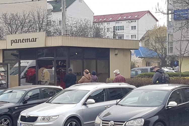 Adio cozi la pâine și la magazine. Emil Boc: Din această seară la Cluj-Napoca se redeschid magazinele
