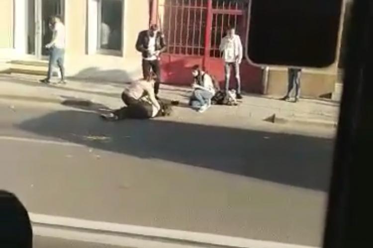 Accident pe Motilor. O tânăra a fost lovită de un autobuz pe Motilor - FOTO