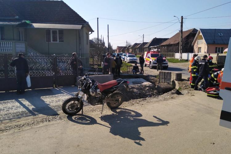 Un motociclist s-a băgat direct într-un cap de pod - FOTO