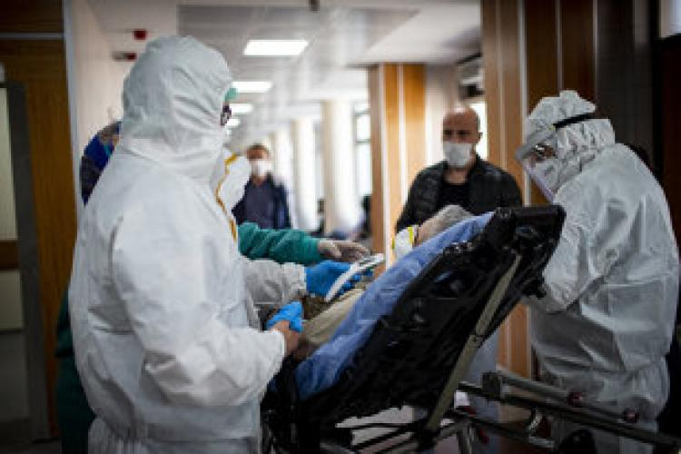 Un clujean în vârstă de 32 de ani, în stare gravă din cauza COVID-19, a refuzat oxigenul. Ce i-a salvat viața