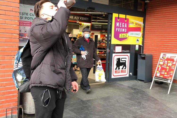 Clujean la Mega Image: Nu e de mirare că este rata în urcare zilnic la așa cozi în magazin  - VIDEO
