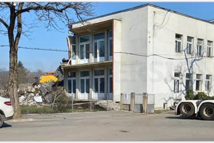 Din păcate se demolează creșa Clujana - FOTO