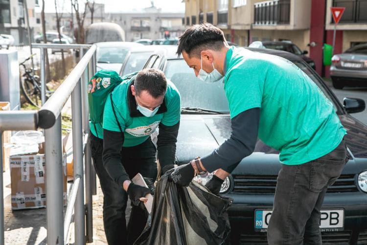 Primarul din Baciu a pus mâna pe greblă și a făcut curățenie - FOTO