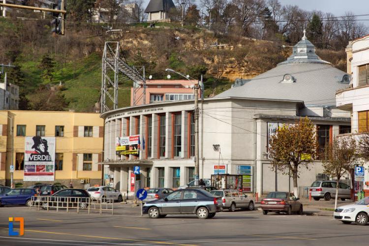 Cluj: Un pieton care traversa strada regulamentar a fost lovit de o mașină de poliție. Ce s-a întâmplat