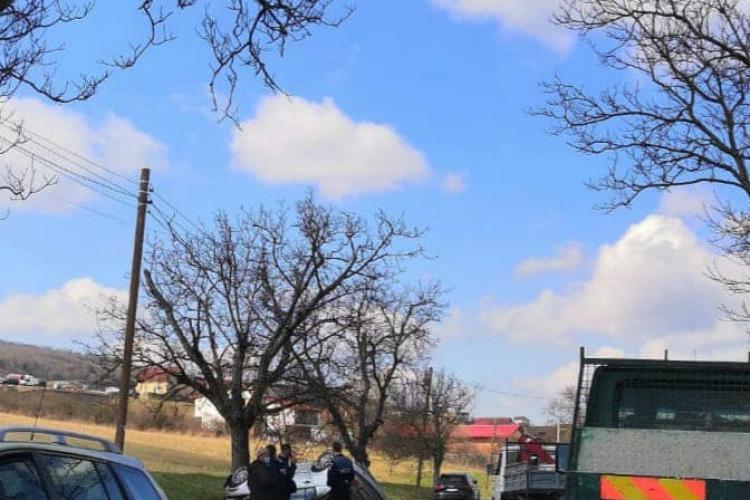 Mașină răsturnată și pe Valea Chintăului. E ceva în aer? Șoferul a fugit, dar s-a întors - FOTO