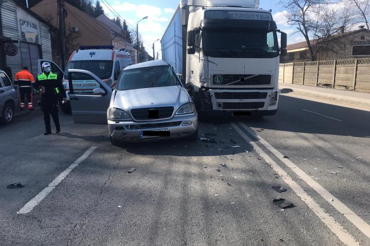 Accident rutier pe strada 1 Mai din municipiul Dej - FOTO