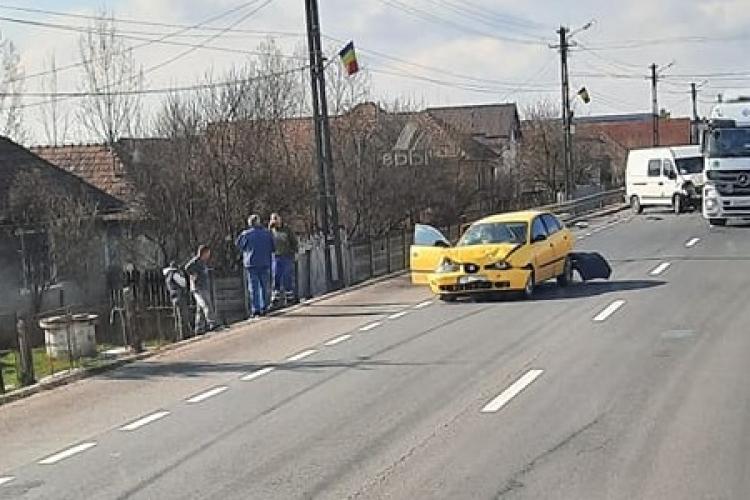 Accident rutier în Iclod! Mașinile s-au lovit precum piesele de domino - FOTO