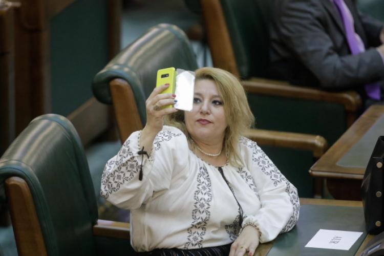 """CTP, acuzații grave la adresa senatoarei Diana Șoșoacă: """"Lupa"""" în blană de oaie, patrioata care-i proslăveşte pe ruşi"""