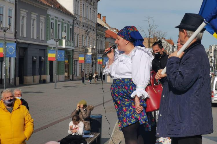 """Câți clujeni au fost la protestul Dianei Șoșoacă! 30 de oameni cu tot cu cei """"gură cască"""" - FOTO"""