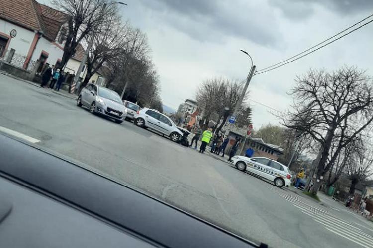 Accident pe Brâncuși, în Gheorgheni! Trei șoferi, singurii de pe drum, s-au lovit în plin - FOTO