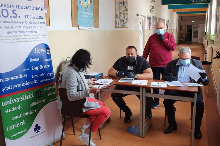 Elevii romi pot intra la liceele clujene pe locuri speciale. E nevoie de adeverință de apartenență la etnie, care se emite până în 29 aprilie