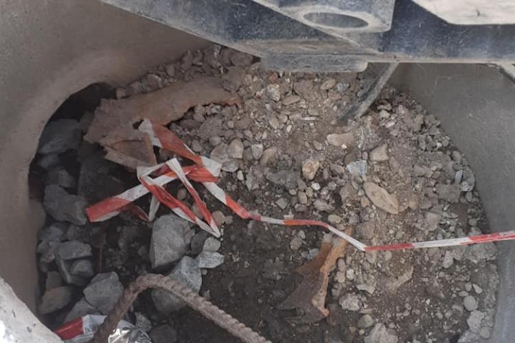 Un copil a căzut într-un gură de canal din Bonțida. Oamenii reclamă pericolul din 20 februarie - FOTO