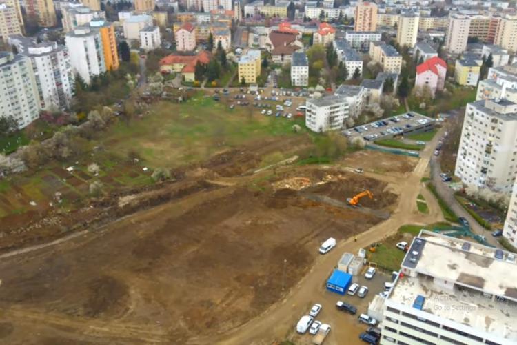VIDEO - La terenuri - Mănăștur, stadiul lucrărilor. Filmare din dronă care arată că lucrările sunt întârziate