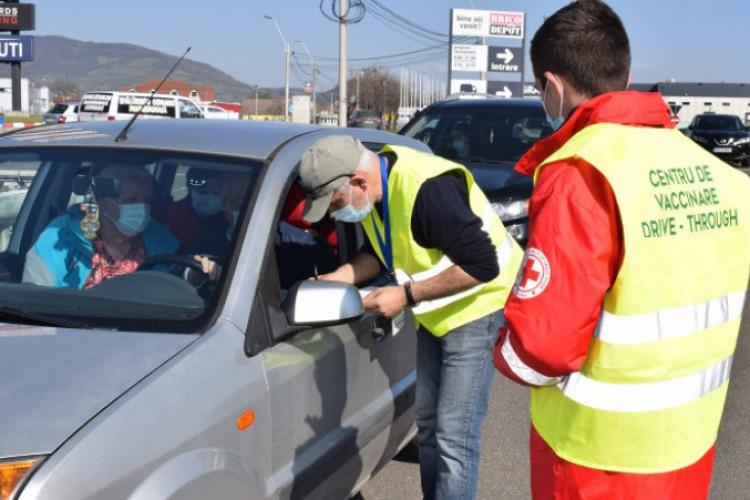 Centru de vaccinare drive-through la Cluj: Cum se face vaccinarea din mașină, de la Sala Sporturilor