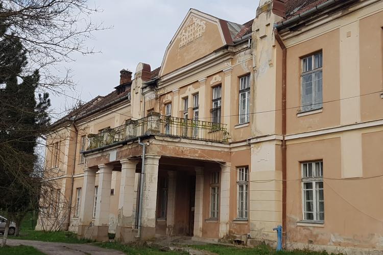 Spitalul din Mociu este o ruină! Ce a fost și ce a ajuns un spital unde se făceau operații și nașteri - FOTO