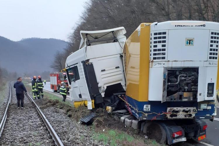 Accident la Negreni! Un TIR a ieșit de pe carosabil - FOTO