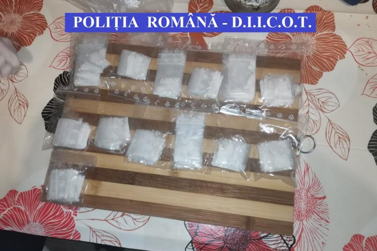 Zeci de percheziții în patru județe, inclusiv la Cluj: Traficanți de droguri săltați de mascați. Au fost găsite arme, bani și cannabis