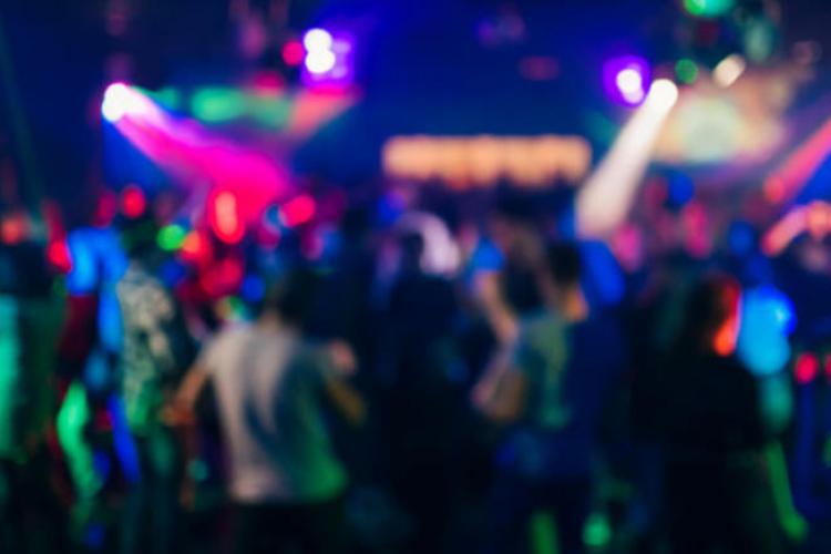Petrecere cu zeci de oameni în Gilău, sâmbătă seară