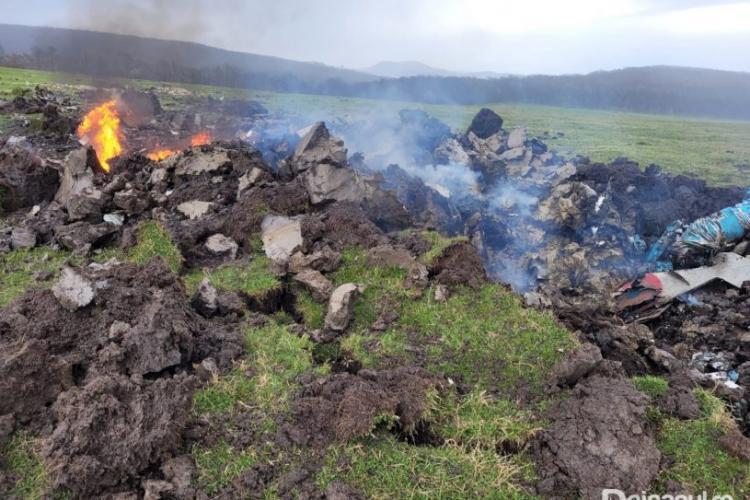 S-a găsit cutia neagră a MIG-ului de la Câmpia Turzii! Avionul prăbușit a făcut un crater de 3 metri - VIDEO dronă