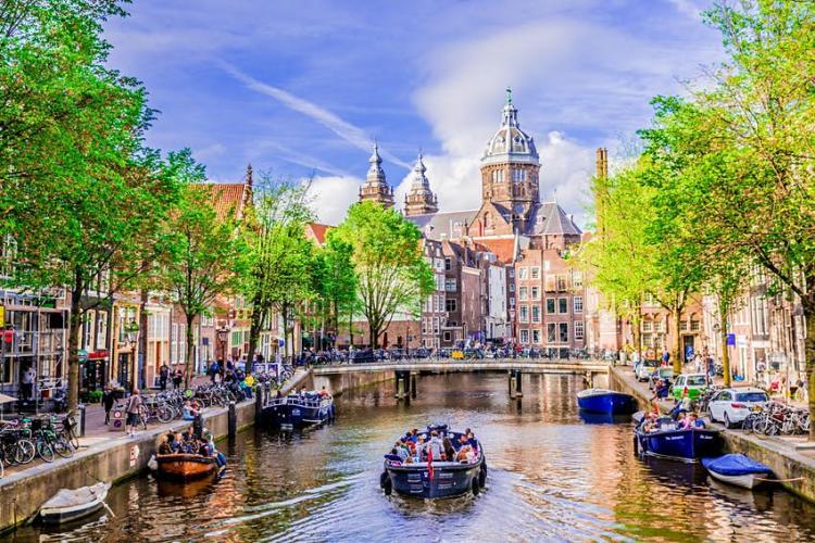 Olanda va relaxa restricțiile din 28 aprilie. Se redeschid și terasele. Ce regulă contestată se ridică