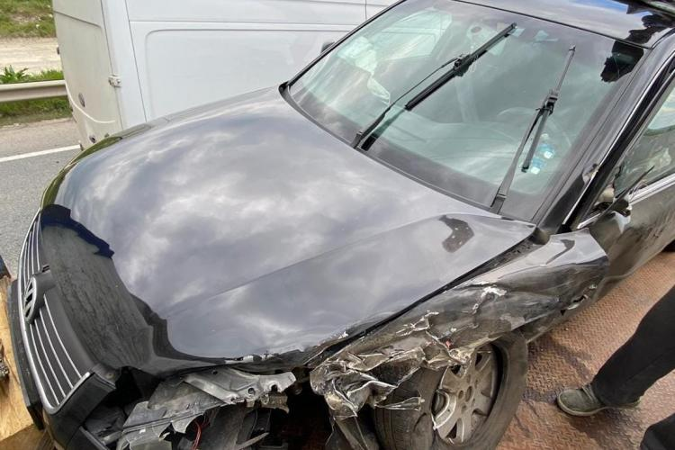 Accident pe centura Apahida: VW făcut praf de un camion cu bușteni - FOTO