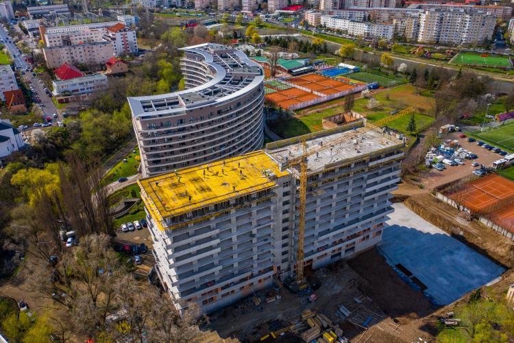 """La Cluj, blocurile răsar mai repede ca spațiile verzi! """"Monstru din beton"""" pe zona verde de lângă Parcul Rozelor - FOTO"""